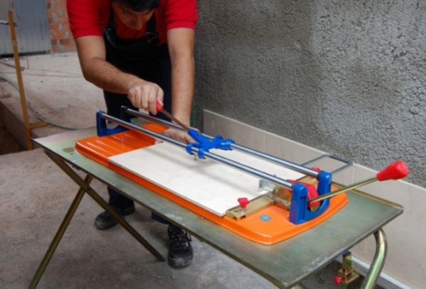 Плиткорез ручной предназначен для прямого резания плиток толщиной не более 20 мм