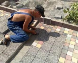 Учимся класть плитку на улице