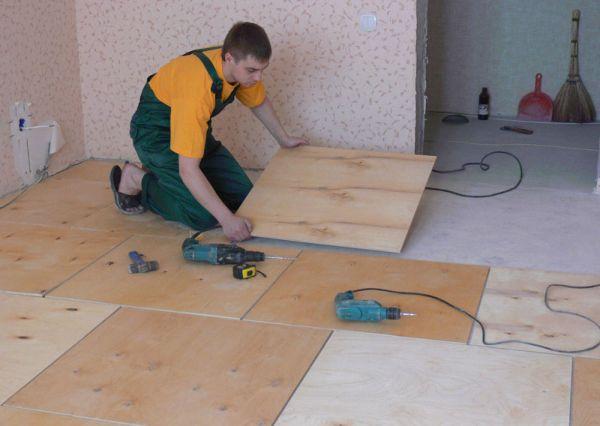 Использование фанеры подготовит основу для напольного покрытия очень быстро