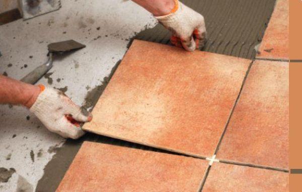 Перед укладкой плитки на пол следует сформировать стяжку