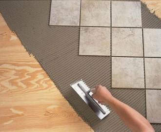 Как положить плитку в ванной комнате, если деревянный пол