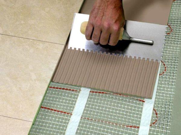 Плиточный клей - это специальный полимерный состав, предназначенный для соединения плиток