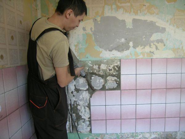 Демонтаж плитки в ванной комнате – достаточно трудоёмкий процесс