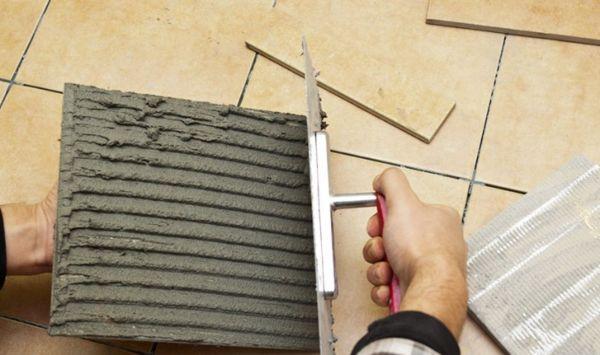 Поверхность тыльной стороны плитки должна быть покрыта сплошным слоем клея не менее чем на 80%