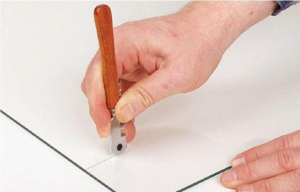 Стеклорез — самое доступное средство для резки плитки