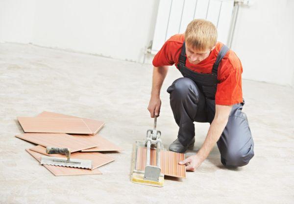 При укладке кафеля на пол или стену обязательно потребуется резка керамической плитки