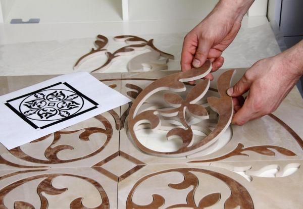 Фигурная резка плитки производится с помощью камнерезного станка