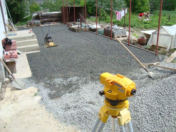 Укладка тротуарной плитки – это очень трудоемкий процесс, который требуюет точного соблюдения правил