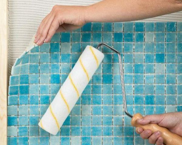 Мозаичная плитка -популярный материал для отделки поверхностей, она смотрится оригинальней обычной керамической плитки