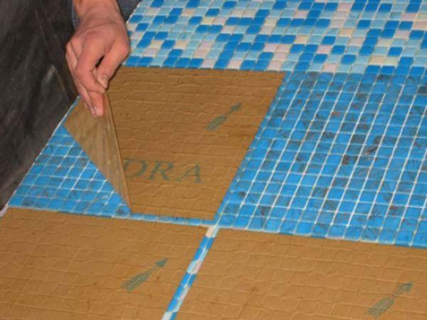 Укладка мозаики происходит с помощью матриц - бумажной или сетчатой основы