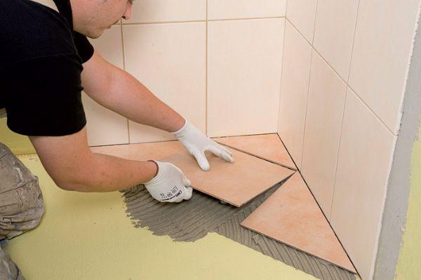 Процесс кладки керамической плитки, довольно трудоёмкий и требующий аккуратности