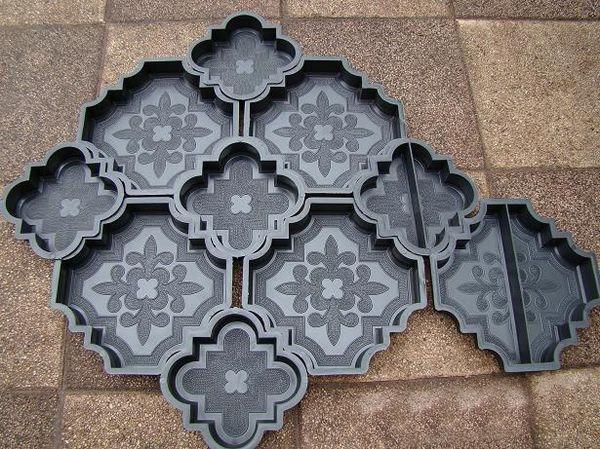 На сегодняшний день весьма популярны готовые полимерные формы для отливки тротуарных плиток