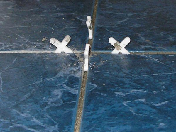 Эти пластиковые изделия предназначены для обеспечения идеальных и ровных швов между плиткой