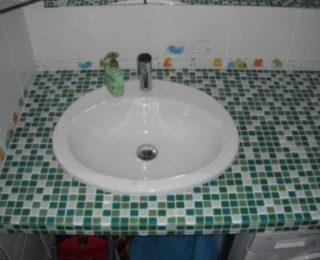 Изготовление красивой мозаичной столешницы в ванную