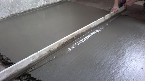 Заливка мокрой стяжки