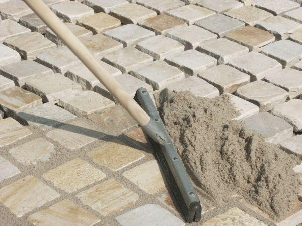 В качестве основы можно использовать цементный раствор, гравий или песок