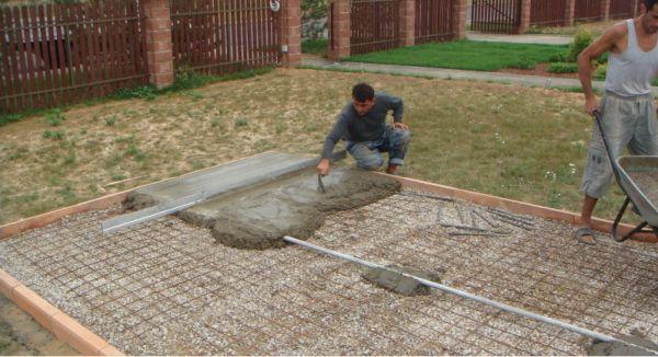Для дорожек такое основание состоит из слоя щебня, слоя песка и двух слоев геотекстиля