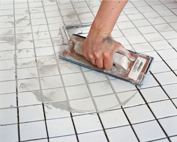 Затирочные составы на цементной основе защищают пространство между плитками от попадания мусора и пыли