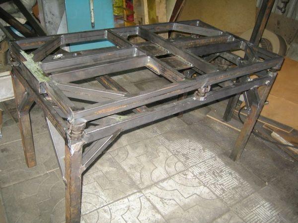 стол без столешницы на четырёх ножках-опорах