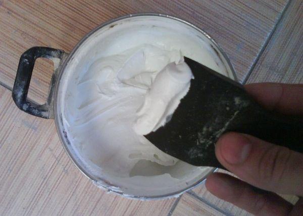 Затирка швов плитки представляет собой однородную смесь, изготовленную на основе полимеров или цемента
