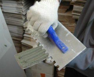 Клеи и подручные средства для монтажа гипсовой плитки