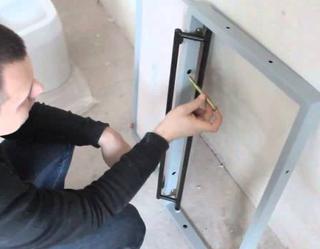 Изготовление ревизионного люка под плитку своими руками
