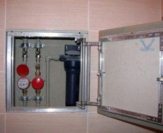 Установка ревизионного люка под отделку плиткой